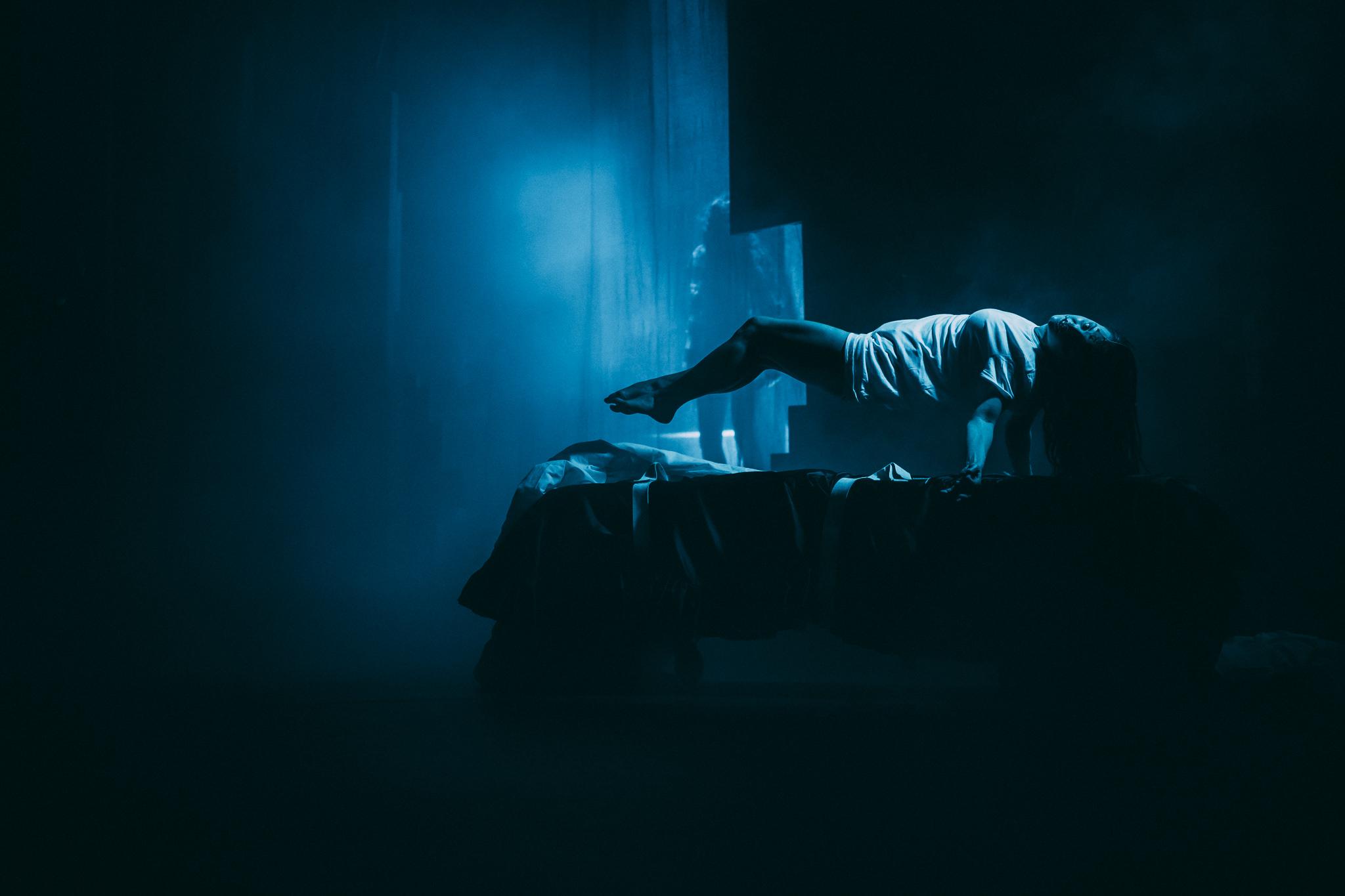 """""""Devil's Exorcist"""" 2020, Bühnenbild und Kostümbild von Mara Lena Schönborn, Foto: Nico Moser"""