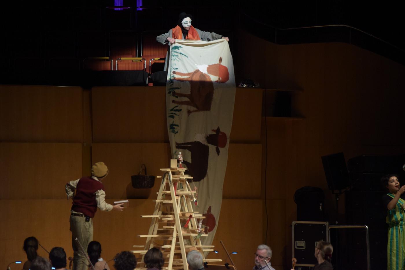 """""""Pettersson und Findus"""" 2019, Bühnenbild und Kostümbild von Mara Lena Schönborn, Foto: Ole Willems"""