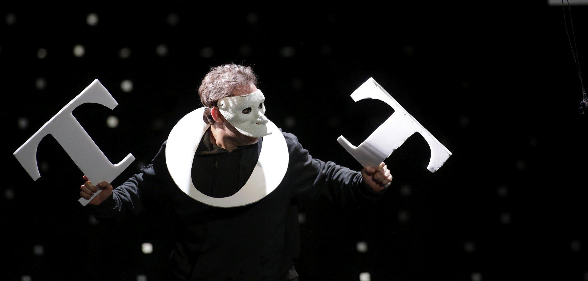 """""""Pierrot Lunaire"""" 2016, Bühnenbild von Mara Lena Schönborn, Foto: Paul Leclaire"""