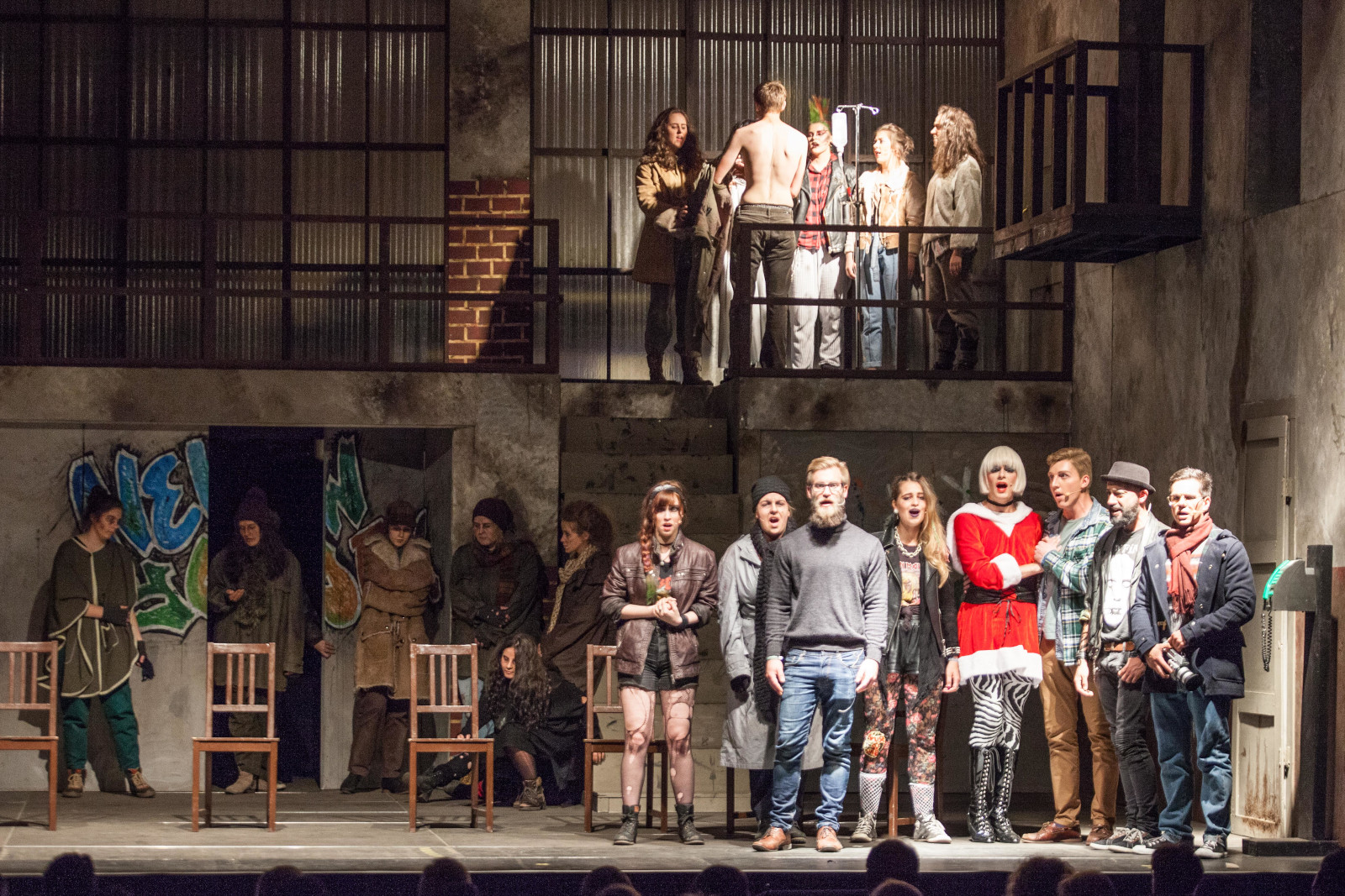 """""""Rent"""" 2018, Bühnenbild von Mara Lena Schönborn, Foto: M. Schenk"""